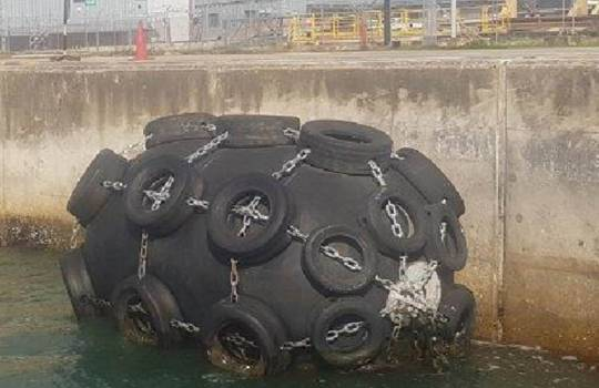Fendertec marine fendering - Pneumatic fender with tire net