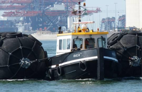 Fendertec marine fendering - Pneumatic fender with tire net